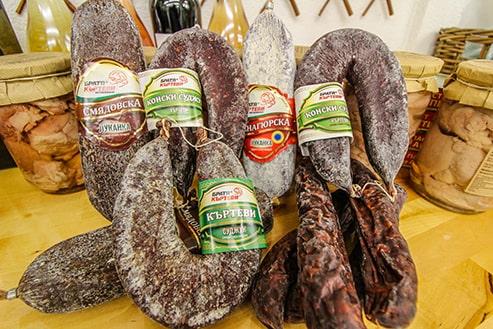 Снимка на селекцията от колбаси на Братя Къртеви в нашия магазин в София.